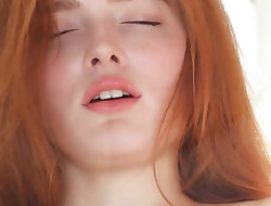 rehead Jia Lissa enjoys an orgasm